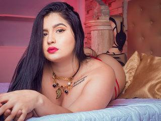 jolie femme avec une webcam